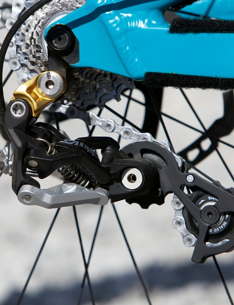 Shimano have developed a bespoke rear mech cage for the 303DH