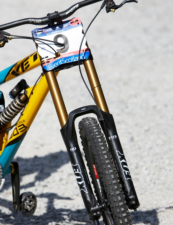 Gwin runs the as-yet-unreleased 2011 Fox 40 fork, complete with custom valving and one-off Kashima coated parts
