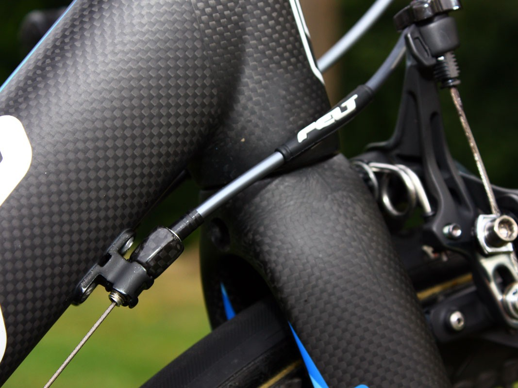 Carbon fibre barrels adjusters make for quick and convenient on-the-fly adjustments while the rubber frame protectors also provide another place for a logo