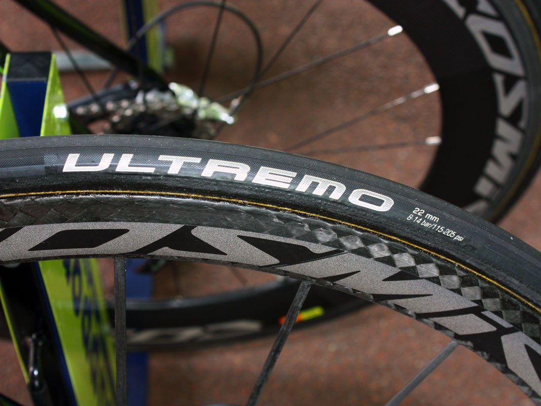 Basso is running 22mm-wide tyres most of the time. These are labeled as Schwalbe Ultremo but they bear a strong resemblance to Veloflex Carbons