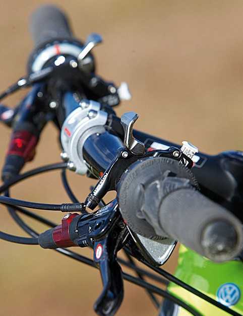 Two lock-out levers let  you sprint for the line or up tarmac climbs with total faith in your suspension