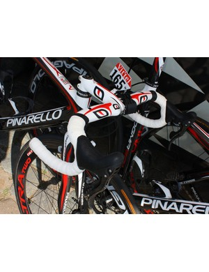 Caisse d'Epargne bikes are fitted with Pinarello's MOst Talon integrated carbon fiber bar and stem.