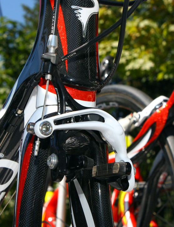 Caisse d'Epargne team bikes get color-matched Campagnolo brakes.