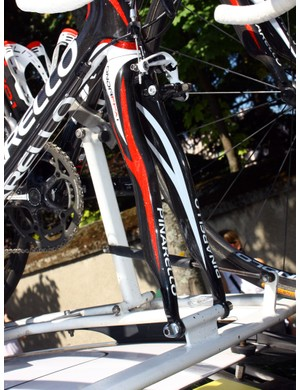 The Pinarello Onda FPX fork is unmistakably curvy.