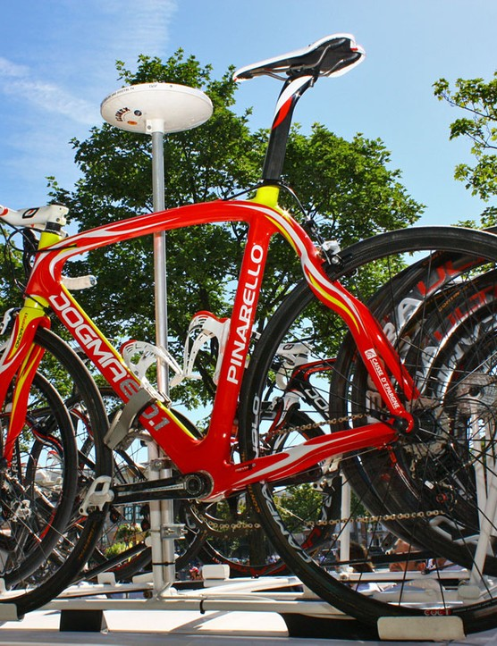 Caisse d'Epargne team leader Luis-Leon Sanchez gets these Spanish-themed Pinarello Dogma.