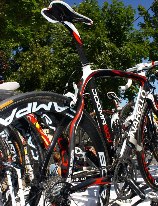 Pinarello says the wavy stays on the Caisse d'Epargne team Dogmas lend a more refined ride quality.