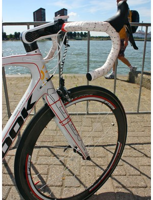 Cofidis's new Look 695 bikes have a more thoroughly integrated front end than before.