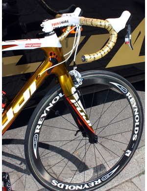 Footon-Servetto bikes use a variety of Reynolds carbon wheels.