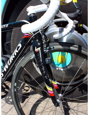 Contador is using Specialized's latest S-Works Tarmac SL3 fork, which has been recently oversized for even better steering precision.