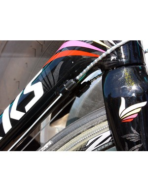 Check out the metallic glimmer in Contador's custom paint.  Munoz uses sealed Gore Ride-On cables but juices them up with trick segmented aluminum housing.