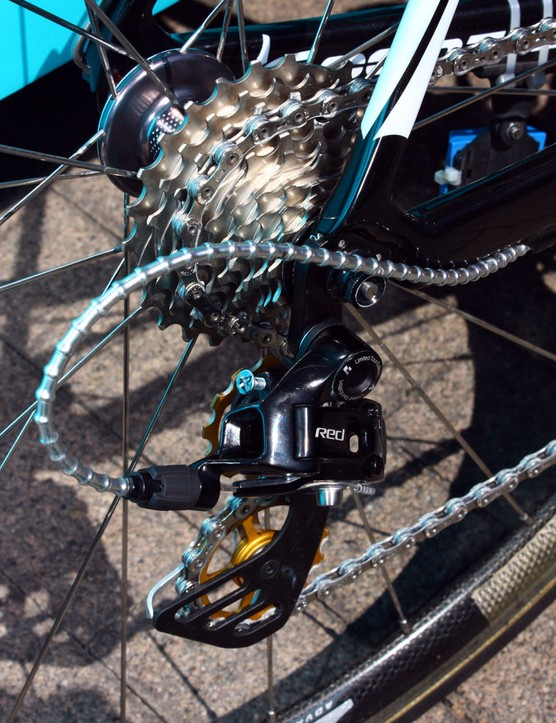 Fitted to the Zipp rear wheel is a SRAM Red cassette.