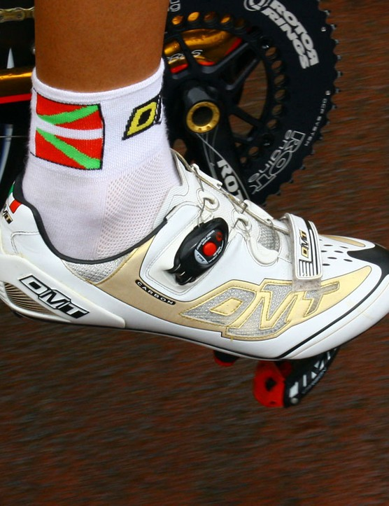 Footon-Servetto's gold DMT Prisma shoes aren't custom-made for the team but the gold coloring is still hard to miss.