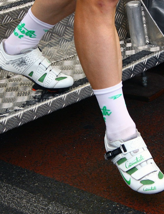 Mark Cavendish (HTC-Columbia) not only gets his own pair of custom coloured (and discontinued) Nike shoes but even socks to match.