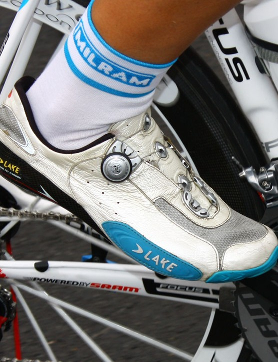 Blue accents on Milram's Lake CX401 shoes match the rest of the team kit.