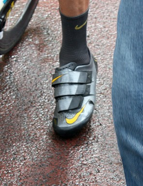 Lance Armstrong (Team Radioshack) is using these custom-made Nikes at the Tour de France.