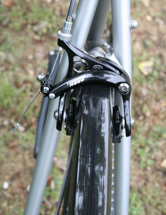 Ridgeback Platinum uses Tektro R358 brakes