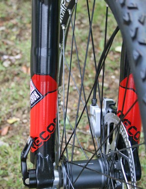 Genesis Core 40 uses RockShox Recon Gold K 120mm forks with 20mm thru-axle