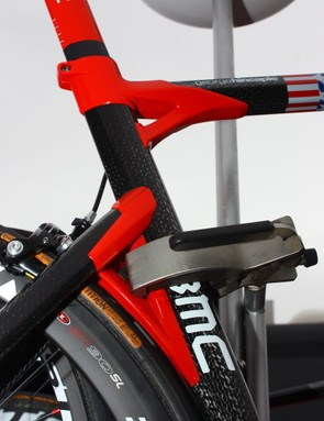 The offset seat stays on the Impec supposedly yields a slightly softer ride - but we can't help but notice the unsightly gaps in the lug halves.