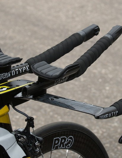 The cockpit: Shimano Di2 shifters add to the sleekness