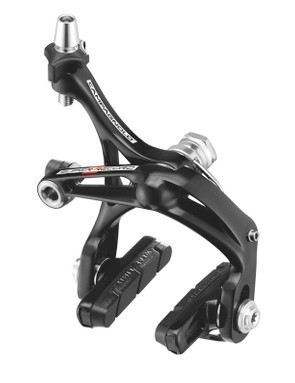 The single-pivot rear brake is lighter and offers more modulation, but also noticeably less powerful