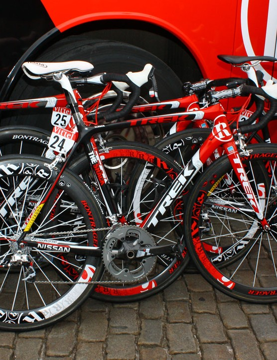 Standard Team Radioshack bikes get this bold red, black and white paint job.
