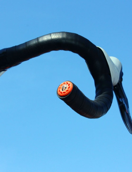 Team Radioshack handlebar ends are capped with vibration-reducing Bontrager Buzz-Kill plugs.