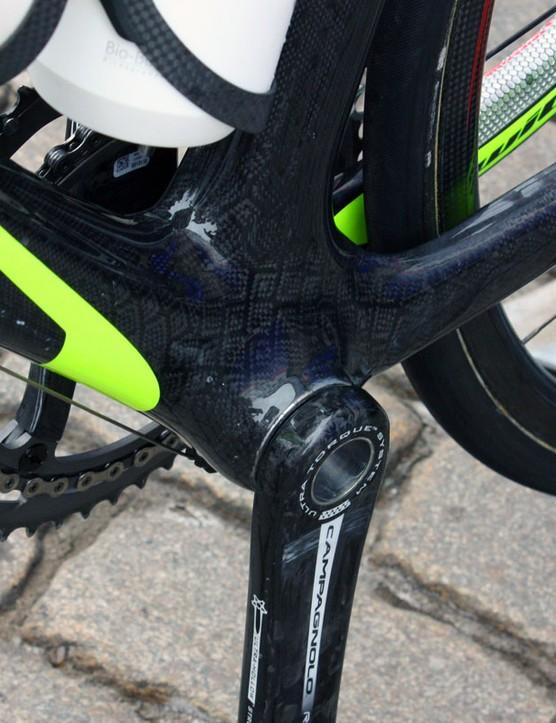 Lampre-Vini Farnese's Wilier Cento 1 SL frames directly accept Campagnolo Ultra-Torque bottom bracket bearings.