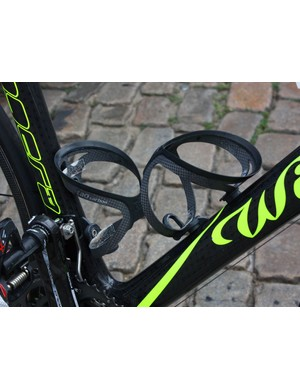 Lampre-Vini Farnese team mechanics augment the purchase of the Tacx Tao Carbon cages with short pieces of grip tape.