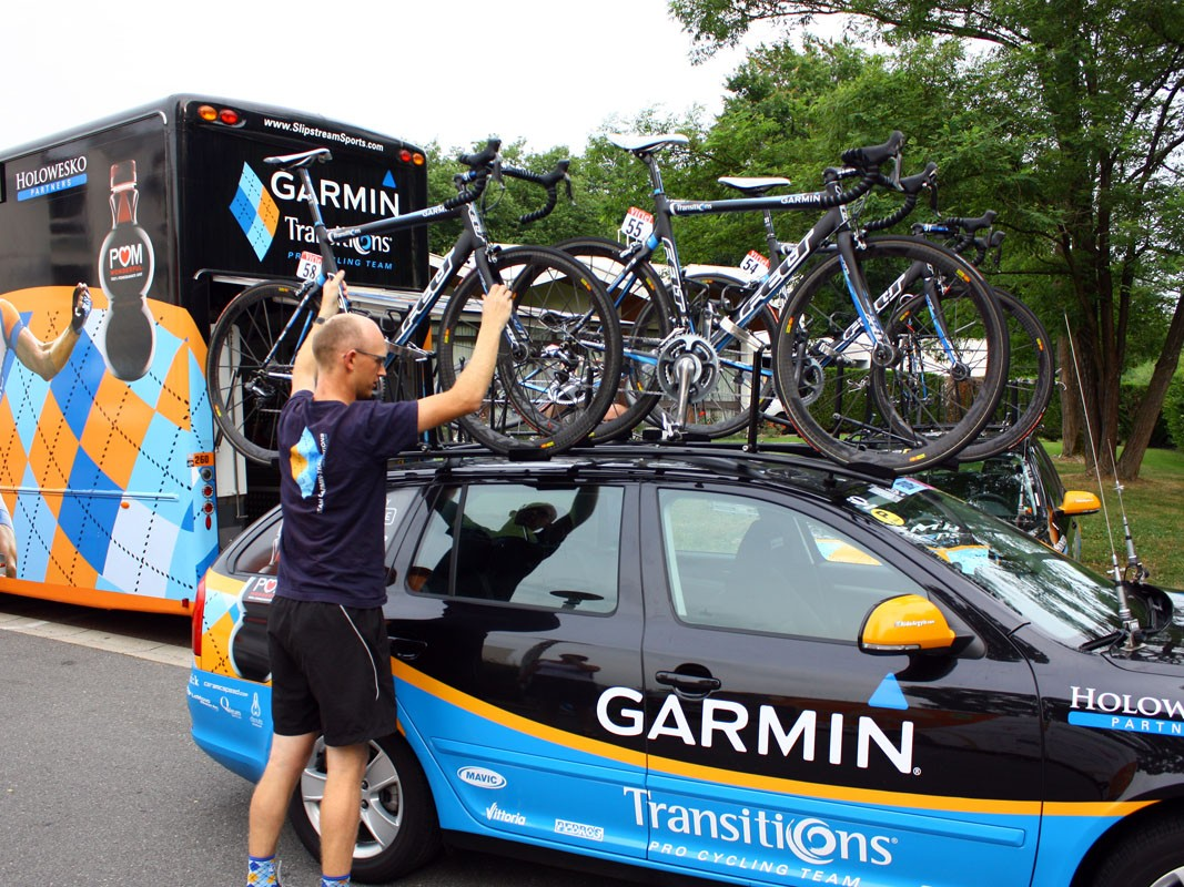 Team mechanic Kris Withington loads bikes on to the car.