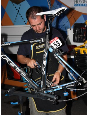 Inaki Goiburu uses an air gun to thoroughly dry Tyler Farrar's bike.