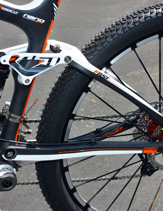 Felt would have liked to retain its six-bar Equilink suspension system for its new race bike but says the modified single-pivot layout won out on account of its lighter weight.