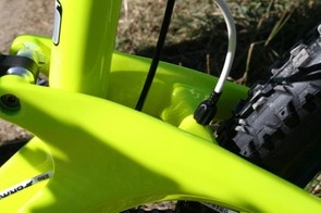 GT Force Carbon cable routing