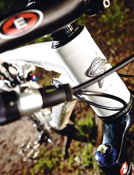 The tapered head tube holds a well behaved 140mm RockShox Revelation fork
