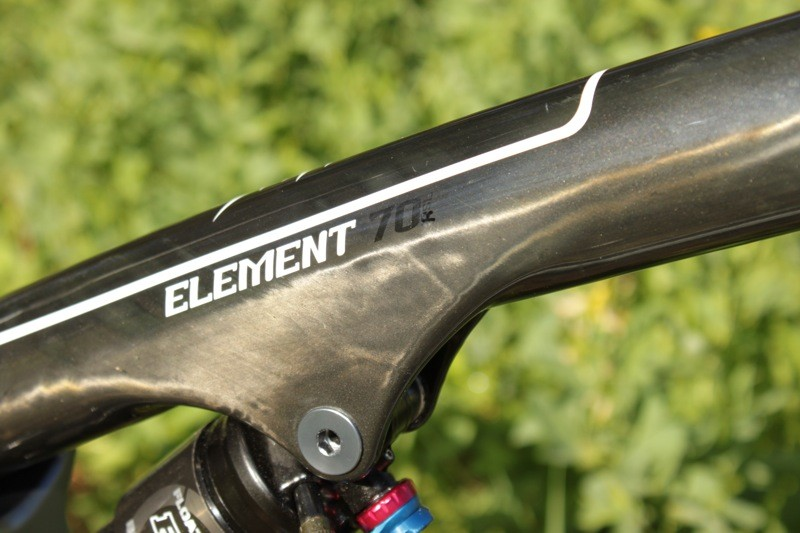 The Element frame, which is shared by the RSL, MSL Team and 70 models, features a clear coat over raw carbon