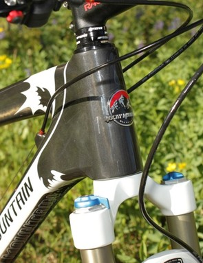 The head tube houses a 1-1/8 to 1-1/2in tapered fork steerer