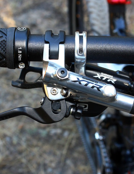 The overall appearance of Shimano's new XTR brake levers is more compact than before - and the brake levers are now especially short for natural one-finger braking
