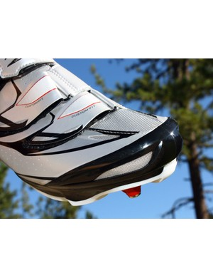 A semi-rigid cap protects the rider's toes on the new SH-M315 shoe while new vents pull in more cooling air
