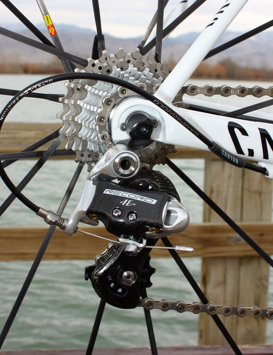 Rubber-coated pulleys on the Campagnolo Record rear derailleur make for a noticeably quiet drivetrain