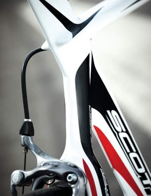 Scott's Plasma 30 might use the older frame, but it's still a very light, responsive and rapid bike by any standards