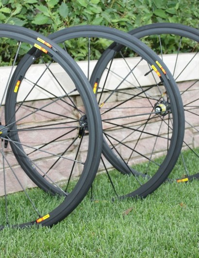 Mavic's R-Sys SLR and Ksyrium SLR share the same Tracomp rear wheel and Exalith front rim, but differ by way of front hub and spokes