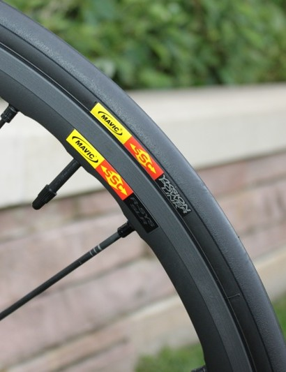 The Ksyrium SLR Exalith rim and GripLink front tire