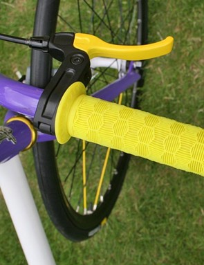 Mongoose Maurice FS colour-coded grip and brake lever