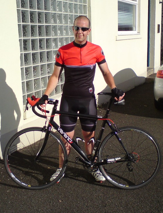 Sam shows off his new kit from Verenti