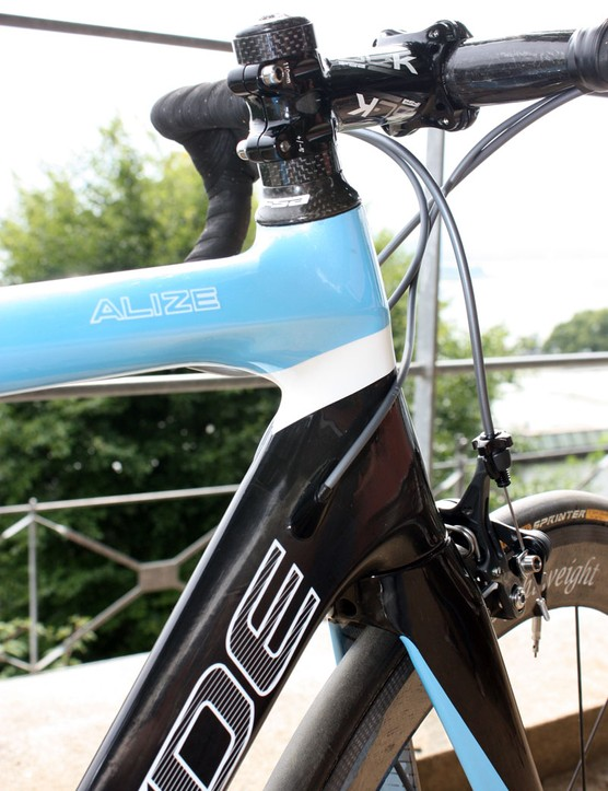 The Alize uses a tapered 1-1/8 to 1-1/2in head tube