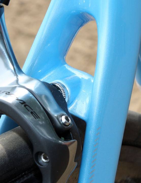Both the Alize and Diablo share this svelte-looking brake bridge
