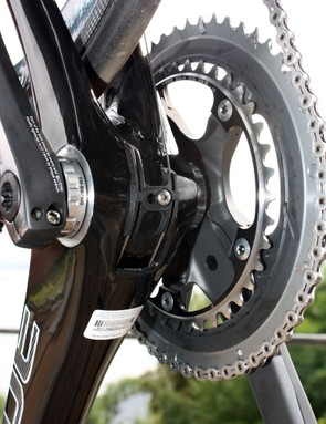 The Alize's internally routed derailleur cables reappear down at the bottom bracket
