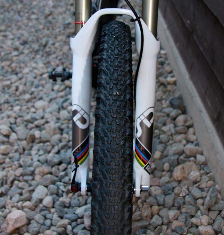Low profile tread on 2.1 Hutchinson tubeless ready Cobras