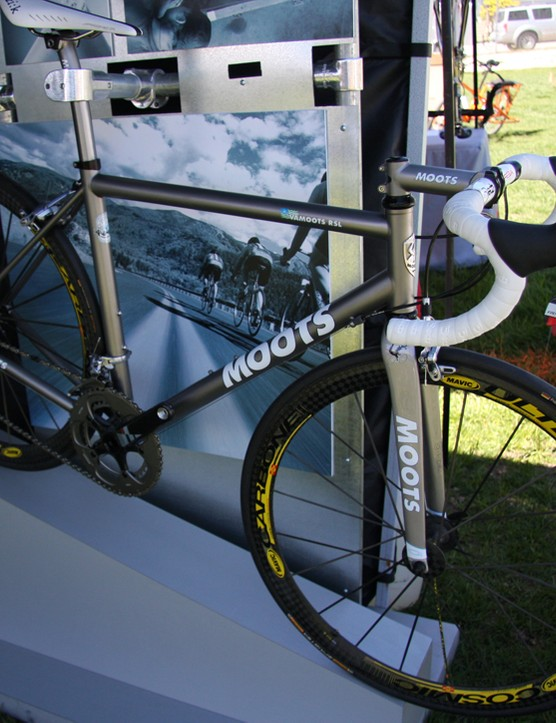 The Moots Vamoots RSL ultra-light road racer