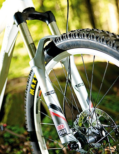 The Recon fork ensures a reliable ride over loose, flat turns