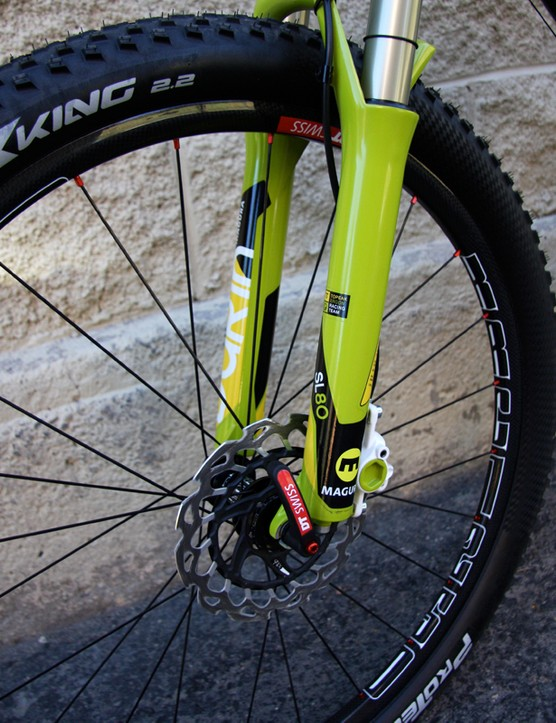 A sexy pair of DT Swiss XRC 1250 carbon wheels are set up tubeless with Stan's NoTubes and mated with 2.2 Continental X-King ProTection tyres